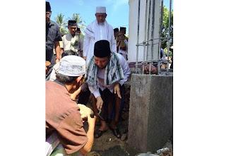 Bupati KLU Letakkan Batu Pertama Masjid Al-Muhajirin