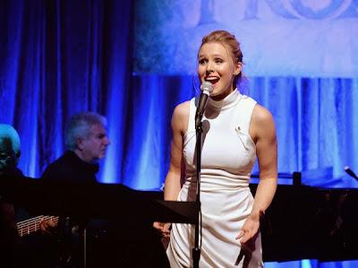 Kristen Bell live performance Frozen