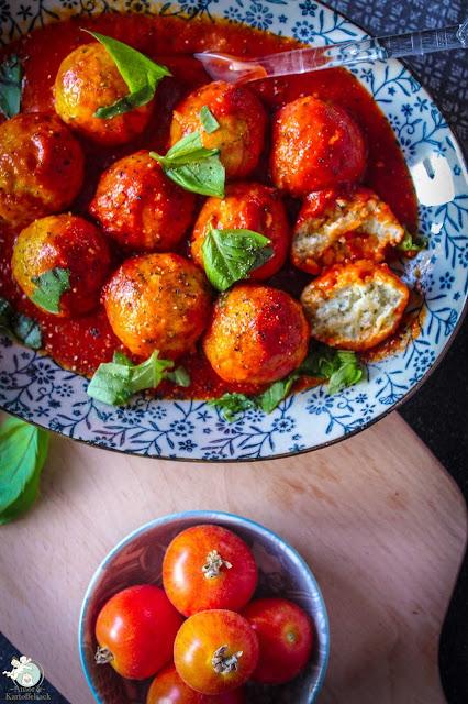 vegetarisches Gericht mit Ricotta und Tomaten