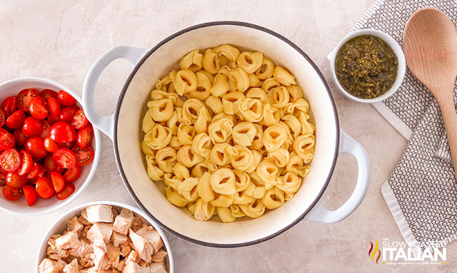 Ingredinets for Chicken Pesto Pasta: tortellini, tomatoes, chicken and pesto