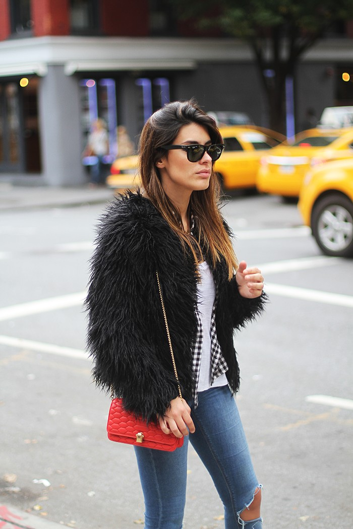 49e74f0a6407 Aida Domenech in her black fluffy faux fur jacket from Vila.