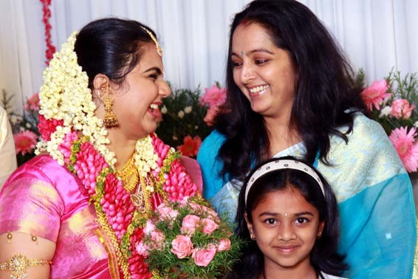 COOGLED: ACTOR DILEEP AND MANJU WARRIER FAMILY PICTURES
