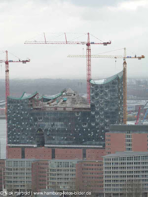 Blick vom Hamburger Michel auf die Elbphilharmonie im Dezember 2011