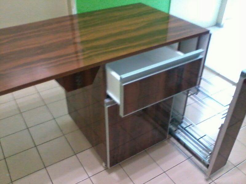 Ape Yg Menarik Lagi Tentang Dapur Terdapat Satu Portable Island Cabinet Siap Bersayap Serta Ada Busket Pull Out Ey