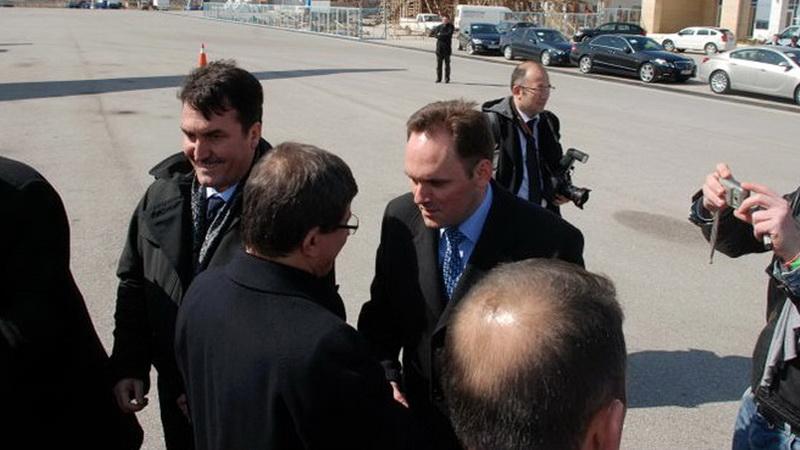 Τζενγκίζ Ομέρ: Η «φωνή» του Ερντογάν στη Θράκη απειλεί τη μειονότητα