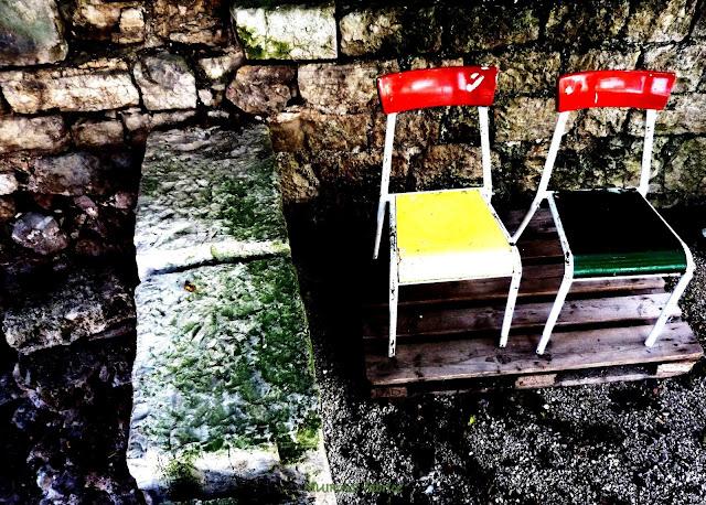 chaise en couleur chateau de bruniquel