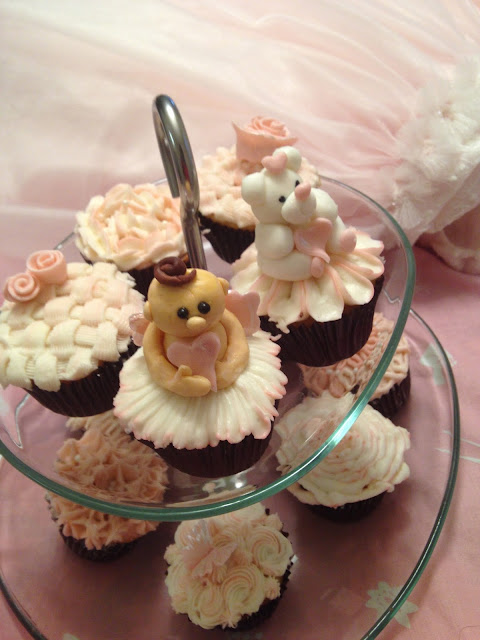 Pretty valentine cupcakes