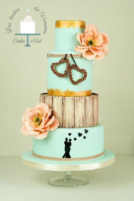 tarta nupcial turquesa con peonías rosas estilo rústico