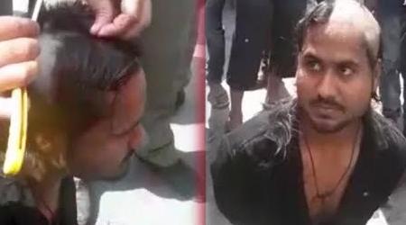 UP में पब्लिक ने रोमियो का मुंडन किया, पुलिसवाले वीडियो बनाते रहे