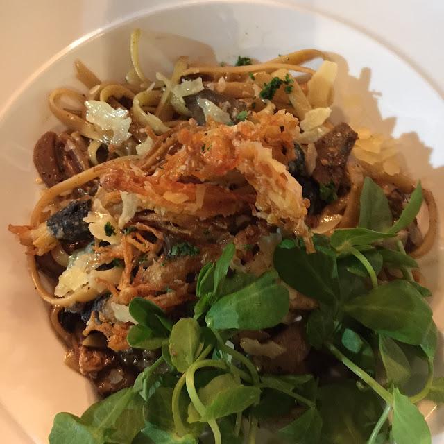 V Series, Kew, mushroom alfredo pasta