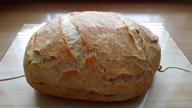 Chleb pieczony w garnku.