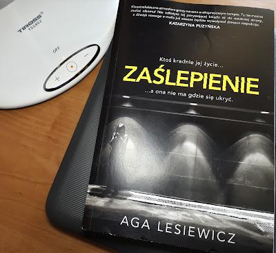"""Zanim otworzysz nowego e-maila, czyli recenzja """"Zaślepienia"""" Agi Lesiewicz. Tuż przed premierą!"""