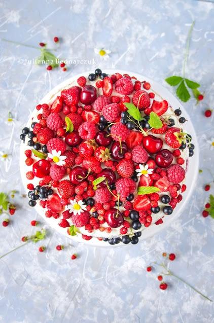 Smak lata - migdałowy tort z owocami