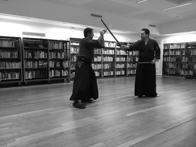 Travail du ryoto, technique à deux sabres contre un