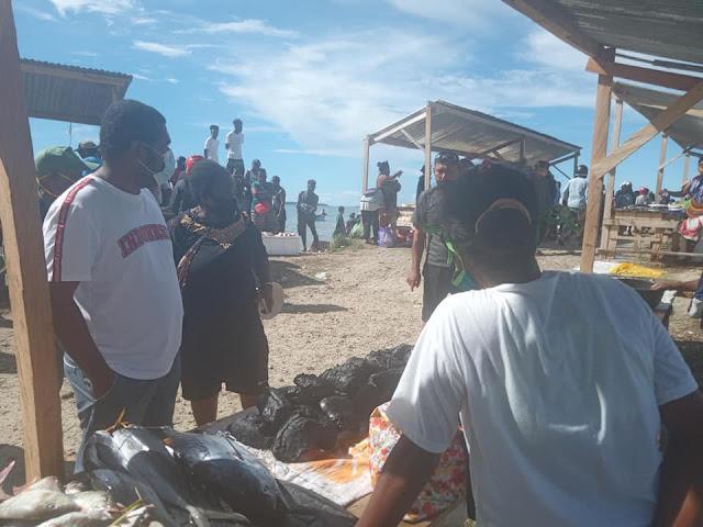 Herry Ario Naap Kunjungi Pasar Ikan Bosnik, Lihat Kondisi Pasar dan Motivasi Masyarakat