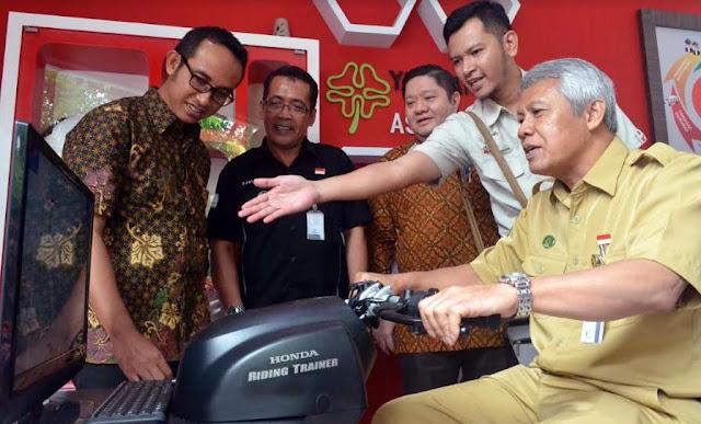 Taman-Pintar-PLT-Walikota-Yogyakarta-mencoba-honda-riding-trainer