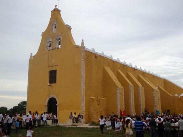 templo católico de san pedro y san pablo en Cacalchén yuc.