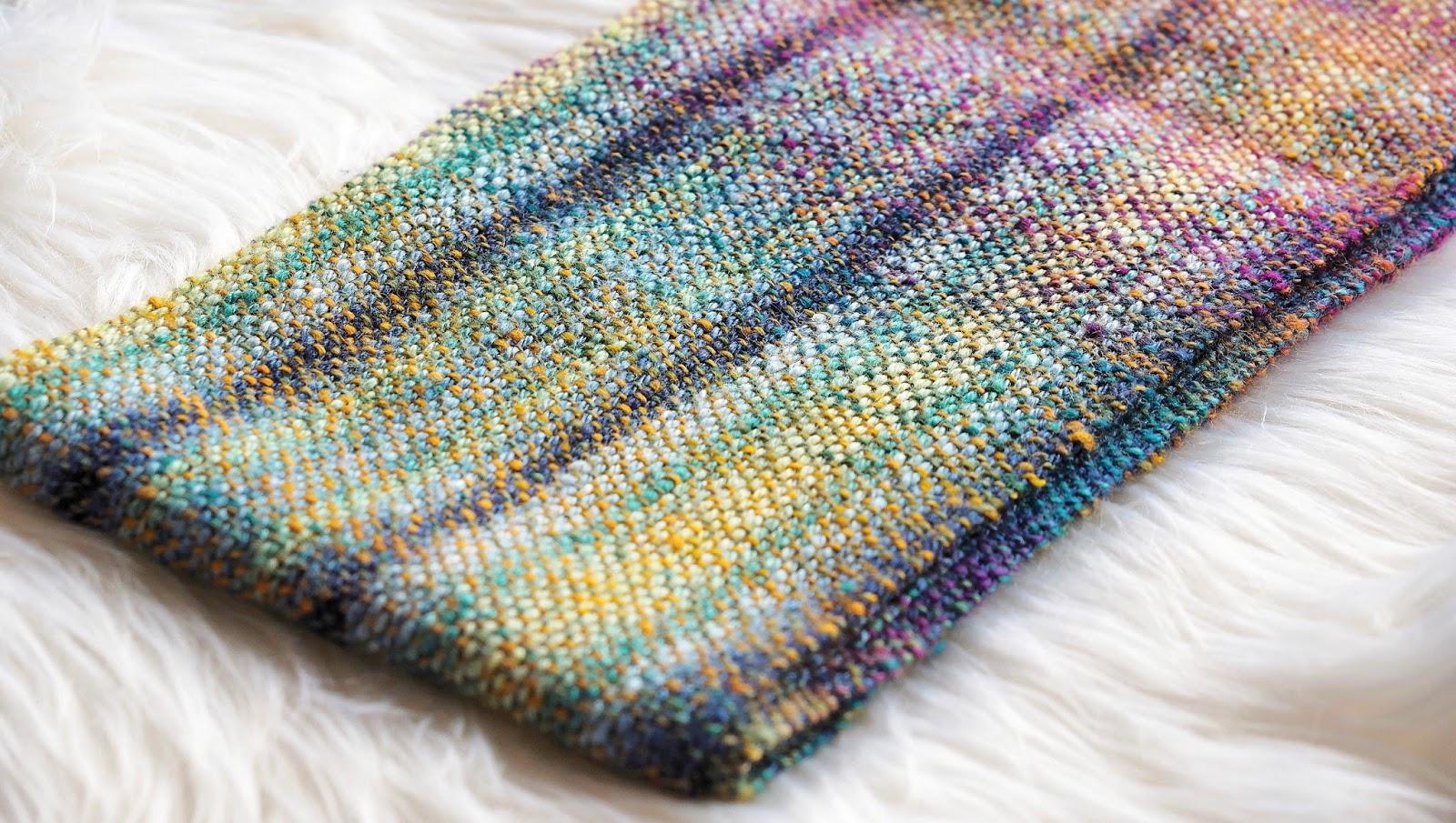 Handgesponnener Schal aus Wolle-Seide-Gemisch gewebt