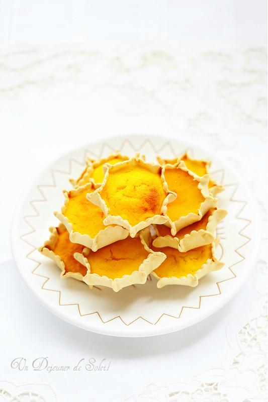 Pardulas, tartelettes à la ricotta, citron et safran typiques de Pâques