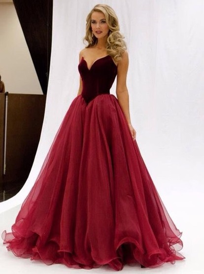 http://uk.millybridal.org/product/princess-v-neck-burgundy-organza-floor-length-ruffles-famous-prom-dresses-ukm020102419-17270.html?utm_source=post&utm_medium=1174&utm_campaign=blog