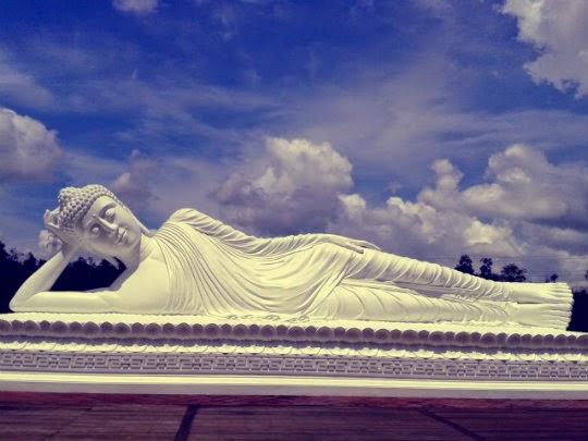 Patung Budha Vihara Dharma Giri