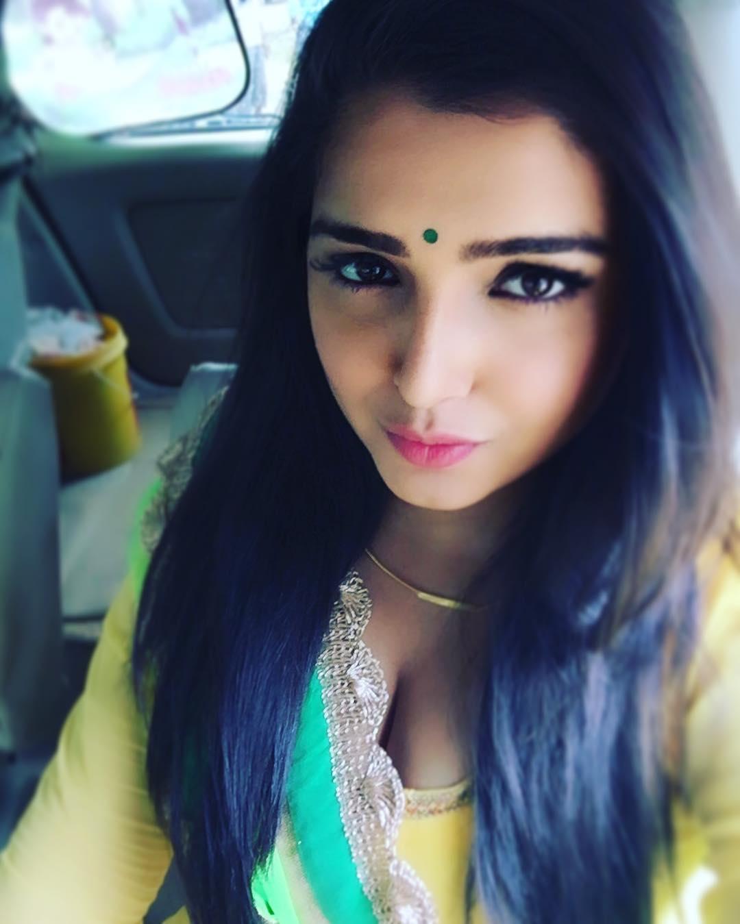 Amrapali Dubey Cleavage Photos Hot - Actress World-9897