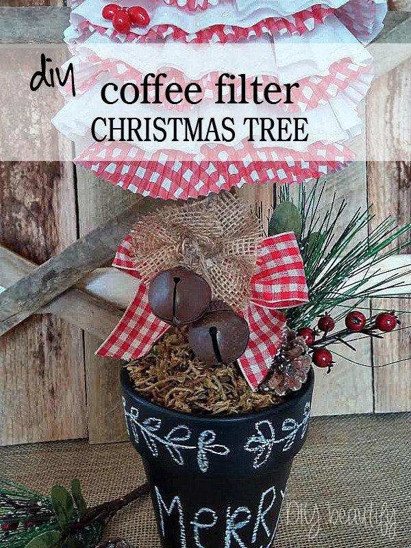 Coffee filter cupcake liner christmas tree at www.diybeautify.com