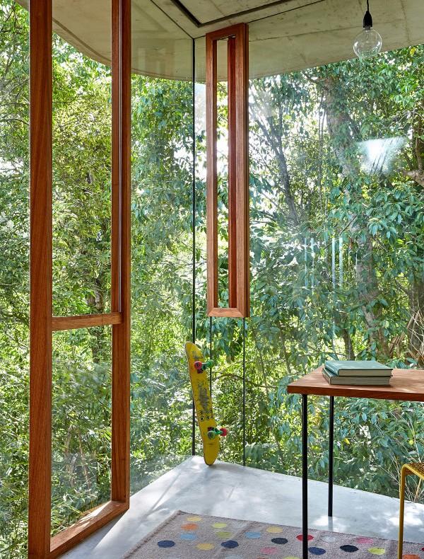 habitación con paredes de cristal chicanddeco