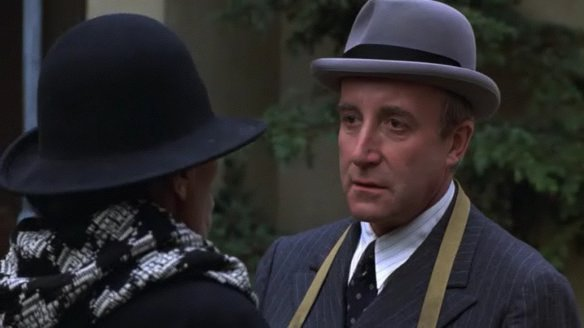 Being There 1979 Peter Sellers movieloversreviews.filminspector.com