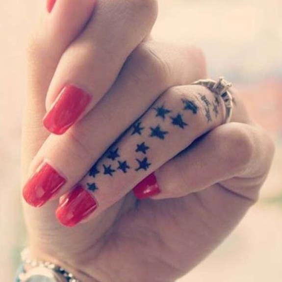 Fotos de tatuajes para mujeres de estrellas en la mano