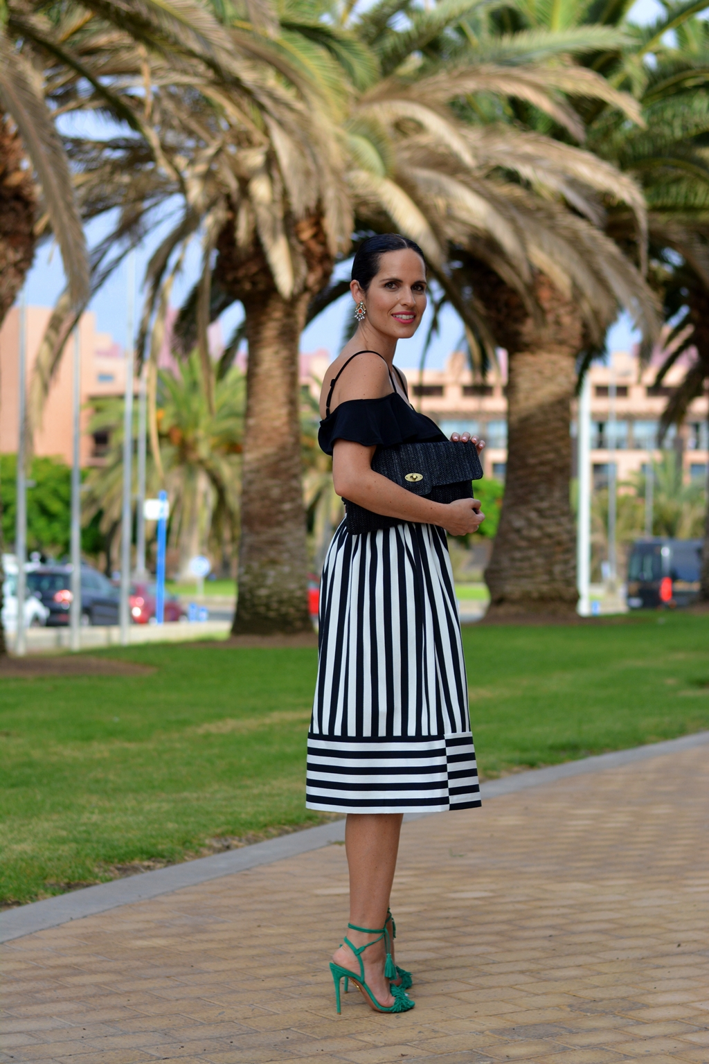 look-blanco-negro-outfit