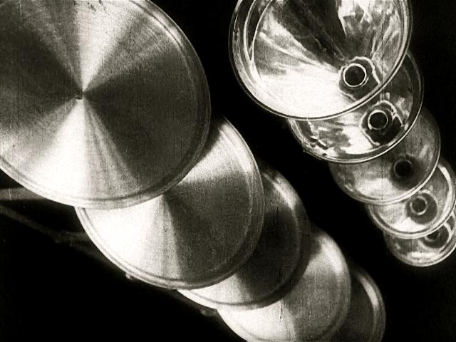 premium selection f31dc 09919 Due inquadrature da Ballet mécanique di Fernand Léger, 1924.