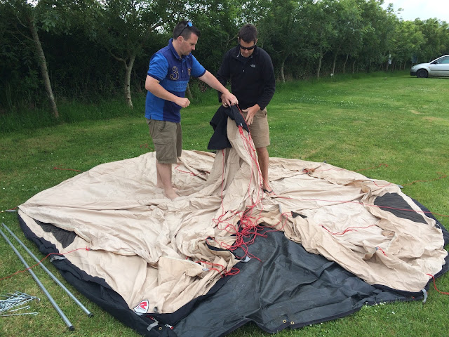 Putting up the Robens Mescalaro tipi tent