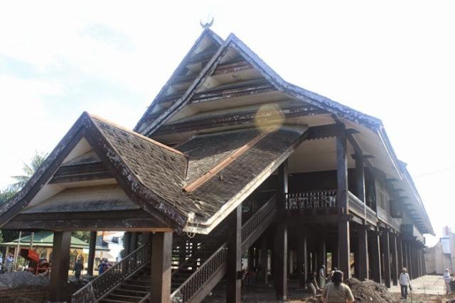 Rumah Adat Provinsi Sulawesi Tenggara ( Rumah Istana Buton / Malige )