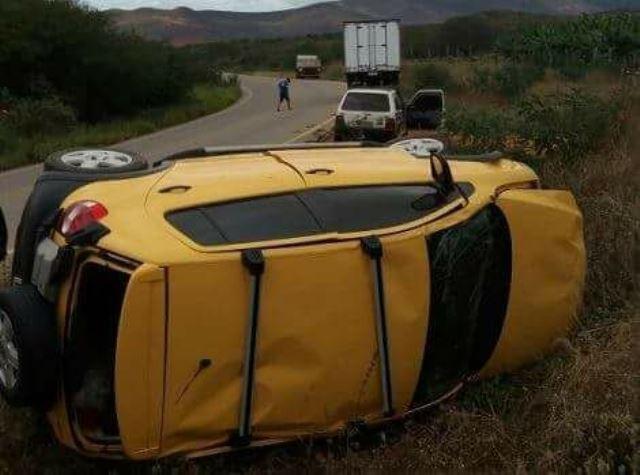 Motorista perde o controle do veículo e capota entre Rio de Contas e Jussiape