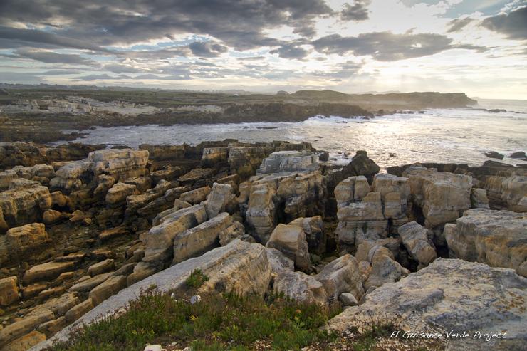 Costa Rocosa en la Ruta Playa del Bocal - Cantabria por El Guisante Verde Project
