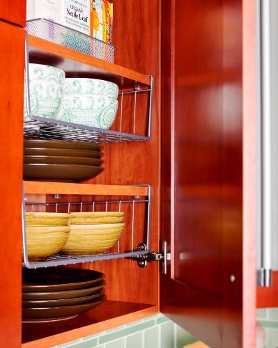 Memasak dan menyiapkan masakan jauh lebih menyenangkan jikalau Anda mempunyai dapur yang rapi Rancangan Menata Dapur Agar Lebih Rapi dan Nyaman