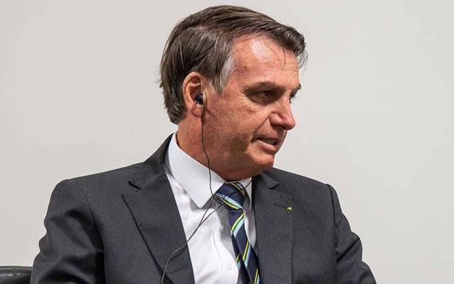 Bolsonaro exibe cicatrizes no SBT e diz que facada 'não foi fake'