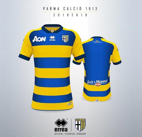 0a1fe56ca7c19 ... camisetas de futbol baratas Parma segunda 2018 19 madura en el campo  uno de los motivos gráficos más famosos del equipo Emilian  con las rayas  ...