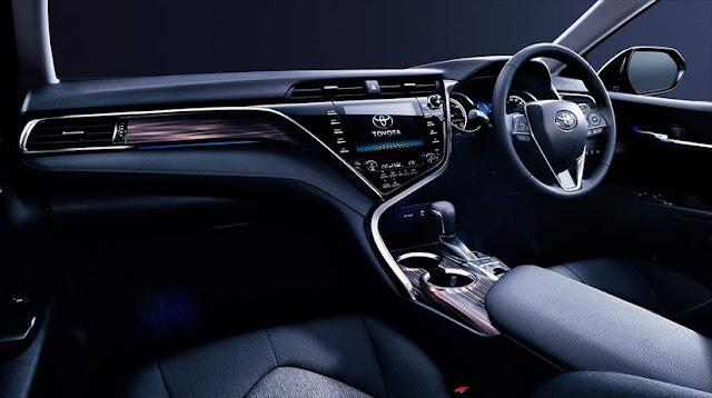 トヨタ新型カムリ 試乗 内装インパネ室内 画像