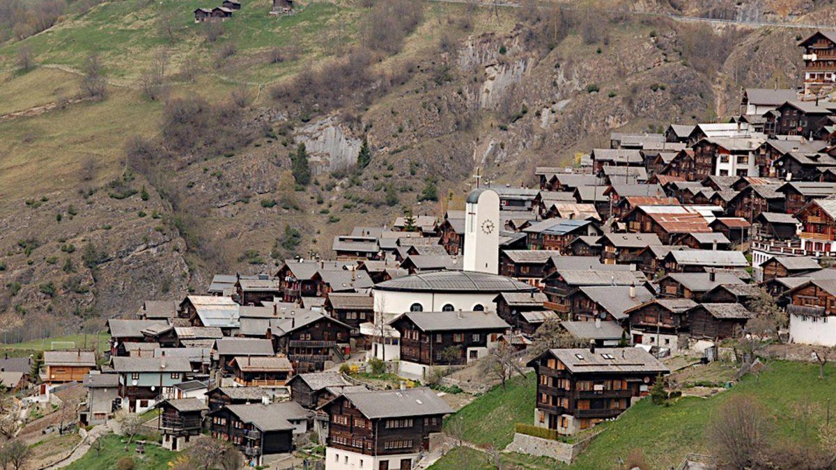 Ελβετικό χωριό σας δίνει 60.000 ευρώ για να μετακομίσετε εκεί! (Εικόνες)