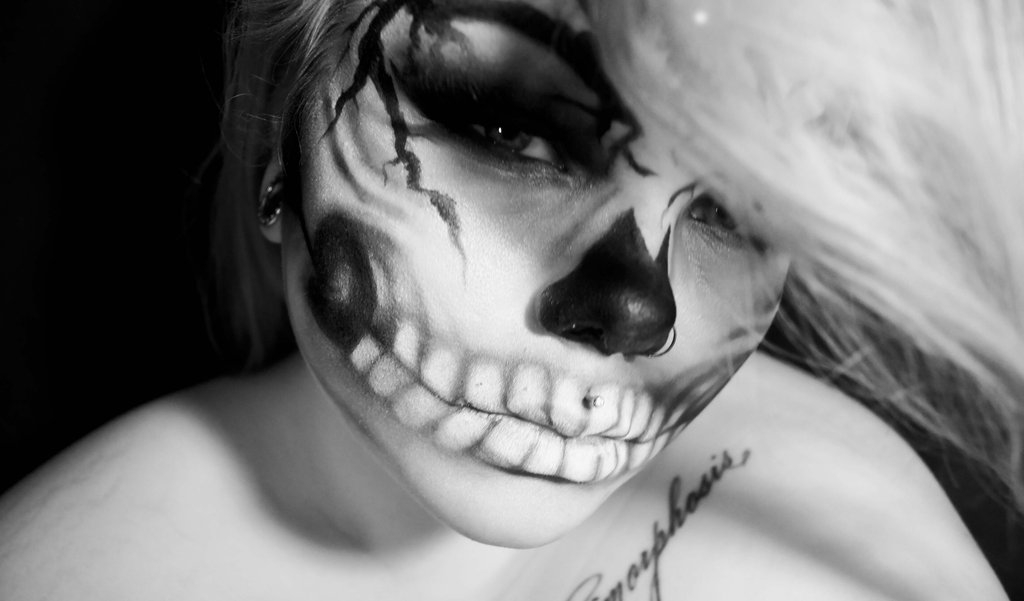 12-Will-You-Still-Love-Me-Carla-CrimsonnOnyxx-Face-and-Body-Painting-by-a-Chameleon-like-Artist-www-designstack-co
