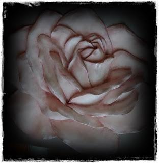 pintar-rosa-de-resina
