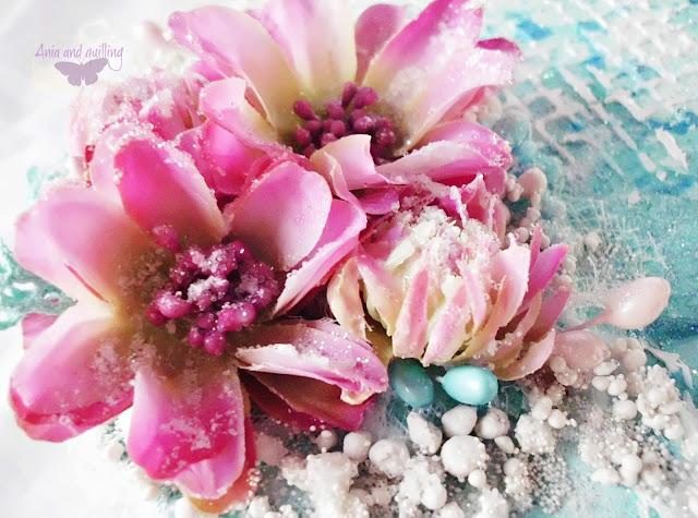 kwiaty na wierzchu pudełka