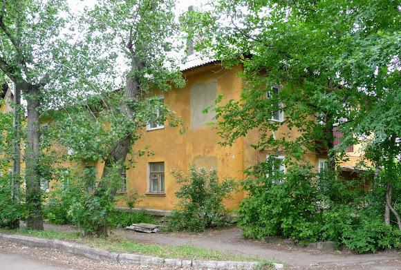 Константиновка. Ул. Богдана Хмельницкого. Двухэтажный жилой дом