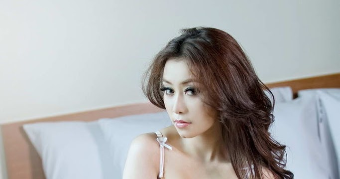 Model Hot Bugil Indonesia: FHOTO CEWEK TELANJANG: Nanda, Foto Model Hot Majalah Popular
