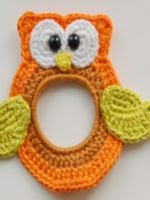 http://www.ravelry.com/patterns/library/owl-the-lens-buddy