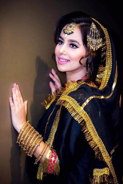 Punjabi singer and actress Sunanda Sharma Hot Photo