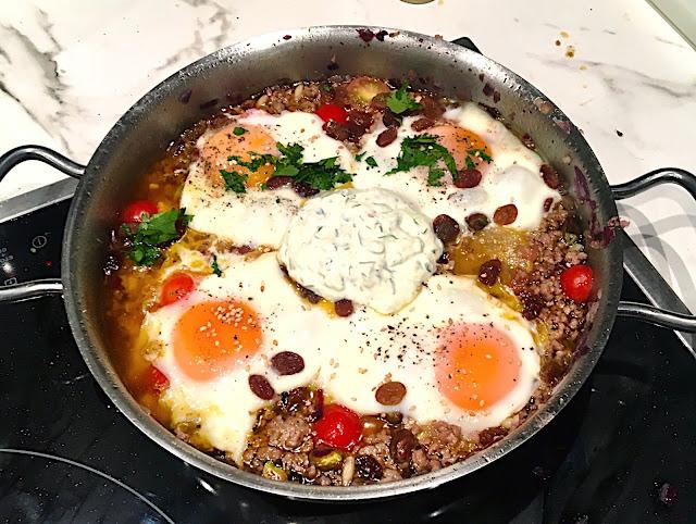 Huevos Braseados con Cordero, Tahin y Sumac