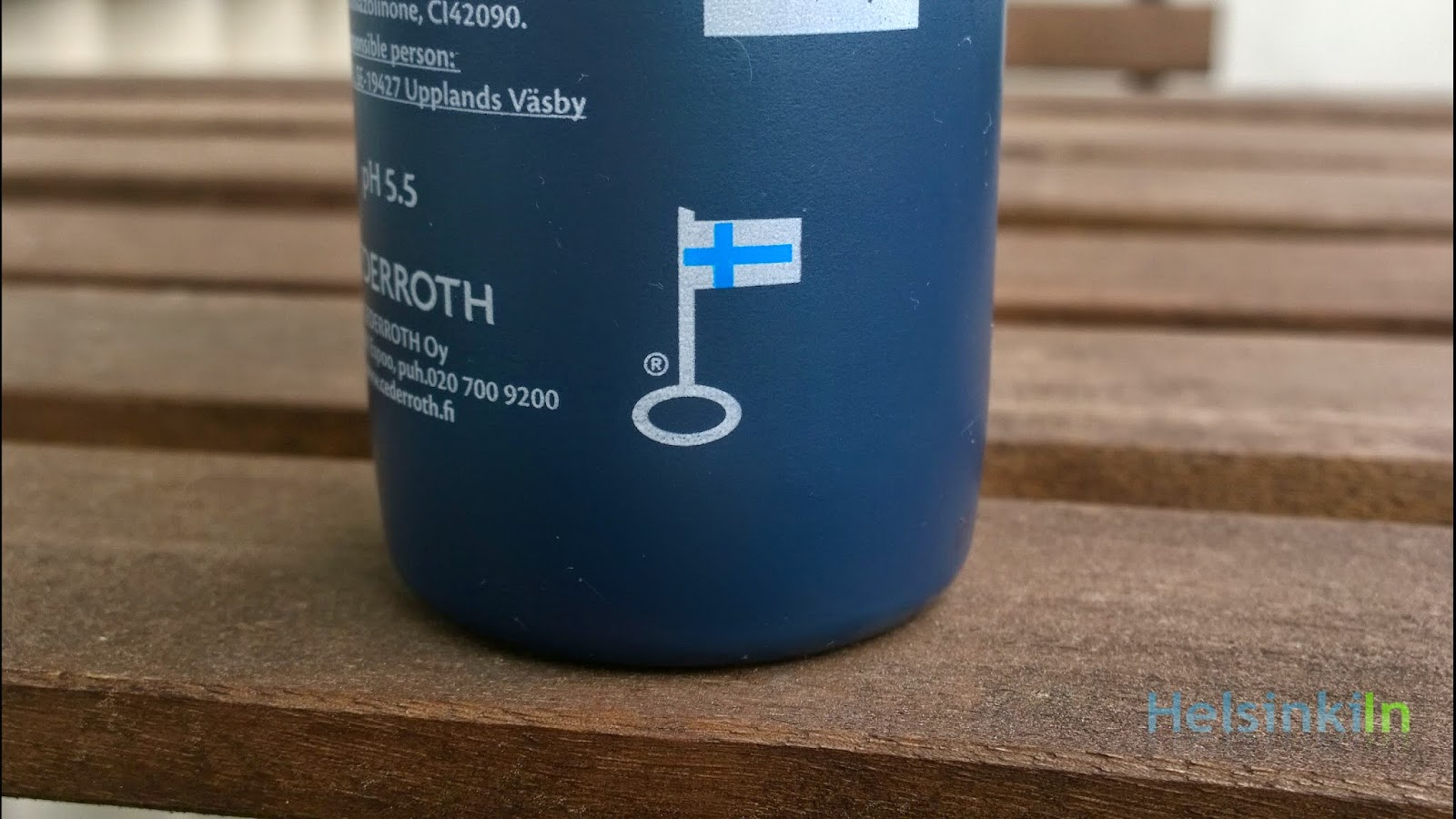 Avainlippu on shampoo bottle